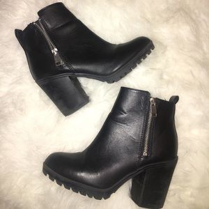 FAUX LEATHER CHUNKY BOOTIES