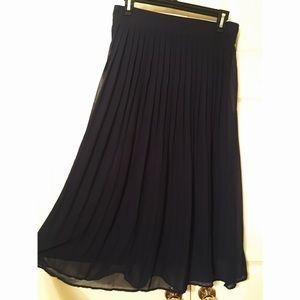 Forever 21 Navy Blue Pleated Midi Skirt