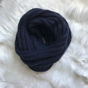 🆕 Forever 21 Chunky Knit Infinity Scarf