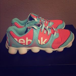 Comfortable Reebok Sneakers!! Size 6.5 Youth
