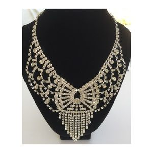 Fashion white crystal necklace