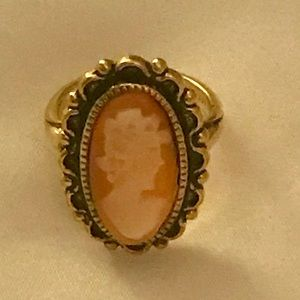 Vintage cameo ring size 4 gorgeous piece!
