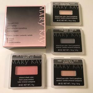 Mary Kay Compact Mini Eyeshadow and Blush Set