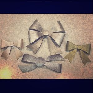 Accessories - Faux leather hair bows