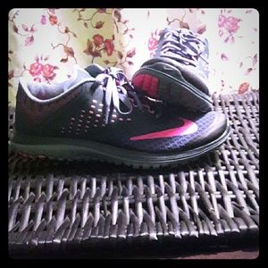 💝NEW Charcoal & Neon Pink Nike's💝