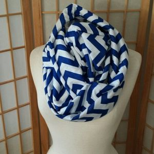 Accessories - Infinity cheveron scarve