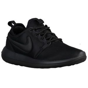NWB Nike All-Black Women's Roshe Two