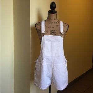 White short overall 💜💙💚💛❤️