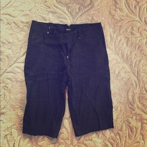 Black cotton Bermuda shorts