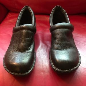 b.o.c brown clogs
