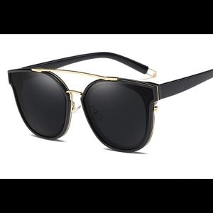 NEW BEAUTIFUL SUNGLASSES BLACK AND GOLD