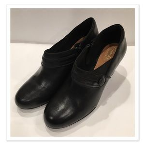 Clarks Artisan Active Air Mary Janes
