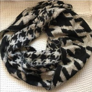 UO Houndstooth Infinity Scarf