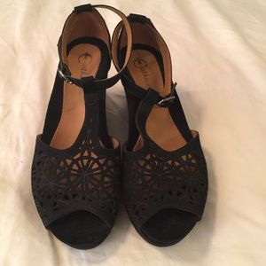 Earthies Casella Size 9.5 EUC Black Wedge Sandals