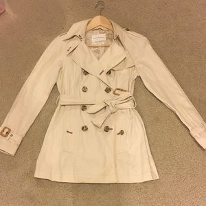 Banana republic trench coat, in great condition.