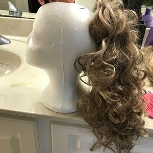 Accessories - Curled ponytail
