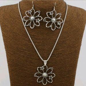 Acrylic Crystal Turquoise Earrings/Necklace Set
