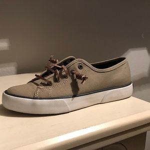 Women Sperry's 6 1/2