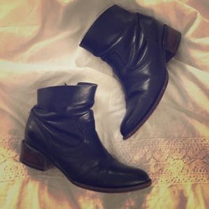 Freebird Endi black leather ankle boots 7 booties