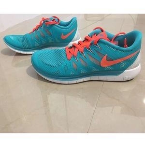 Nike Free 5.0 cross training jade hyper crimson