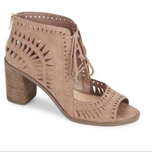 NEW Vince Camuto Tarita Cut Out Block Heel Sandals