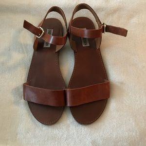 Steve Madden open toe Donddi flat sandal- cognac