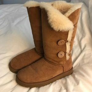 NWOT UGG Bailey Button Triplet boots
