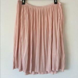 Mossimo blush pink accordion style skirt. Size XL