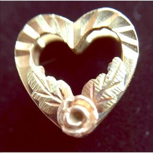 Vintage 3D Heart Pendant With Tiny Rose