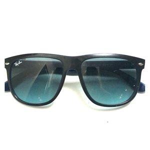 Ray Ban sunnies. Unisex. Black. Dark blue inside.