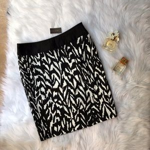 The Limited NWT Black And White Skirt Sz 2