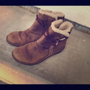 UGG Australia  Brown Leather Shearling Ankle Boots