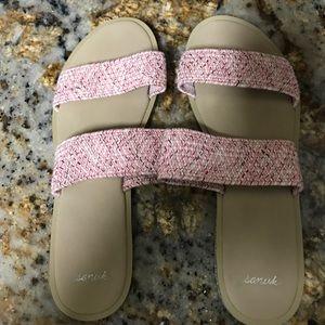 Sanuk sandals size 9