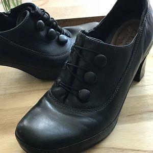 Clark's Womens SZ 7M Black Leather Artisan Shoes