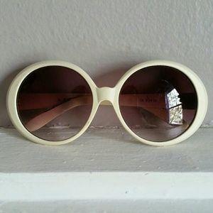 Round retro-style sunglasses