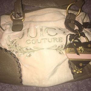 NEW ARRIVAL ❗️Juicy Couture Powder Small Satchel.
