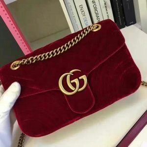 Read Descrpitons close to authentic bags handbags