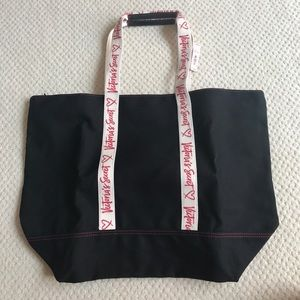 Victoria's Secret tote bag zips close-super cute!