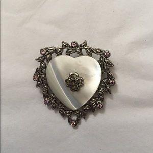 Jewelry - ❤️ Heart Pin ❤️