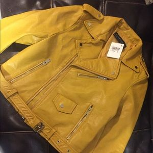 Jackets & Blazers - Yellow faux leather jacket size Large and New🚨