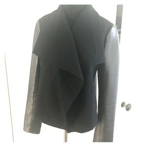 Crepe jacket with leather sleeves