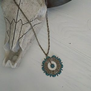 1970s Medallion necklace with dainty flower