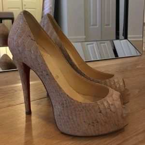 AUTHENTIC CHRISTIAN LOUBOUTIN PEEP TOE PUMP 35.5