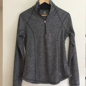 Old Navy Active semi-fitted quarter zip top