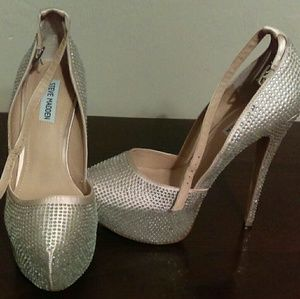 Steve Madden Crystal studded pumps