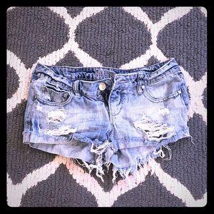 Decree Jean shorts destroyed ripped denim
