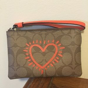... NWT Coach lovely heart Keith Haring wristlet! cddcb6e06d92d