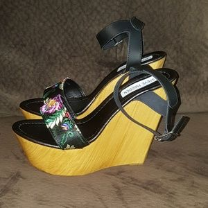 NEW Steve Madden Wedge Platforms, Size 10.