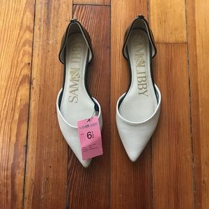 Nude and black pointed flats