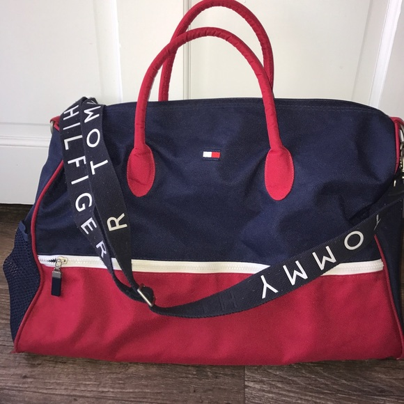 df2cd8fb3d Vintage Tommy Hilfiger weekender duffle bag flag. M 59e8e7b8ea3f36db9d0e01a8